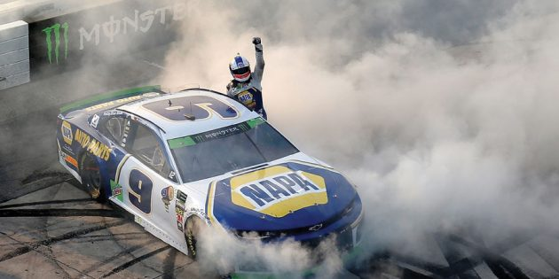 Chase Elliott seizes control at Dover to advance in playoffs